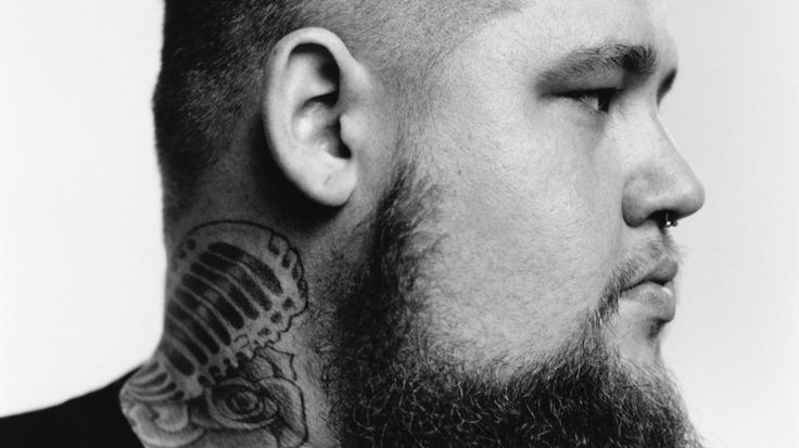 "Rag'n'bone man , ""Human"" , https://www.youtube.com/watch?v=L3wKzyIN1yk ou , acoustique : https://www.youtube.com/watch?v=USzVAiSsMNA"