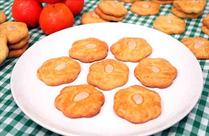 Si te encantan los dulces y la bollería y estás empezando a preparar tus propios productos de repostería estas galletas dulces de naranja te encantarán, pues son muy fáciles de elaborar y el resultado es espectacular. Ingredientes: + 300 g de harina de trigo, + 65 ml de zumo de naranja, +