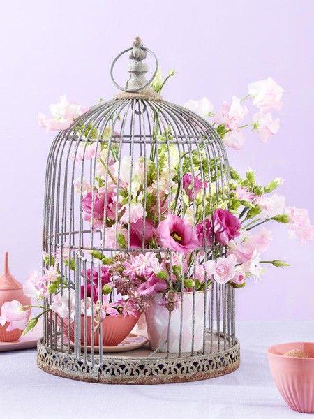 Der Anblick von Ranunkeln, Rosen & Co. löst Glücksgefühle aus. Greifen Sie zu hellen, freundlichen Farben.