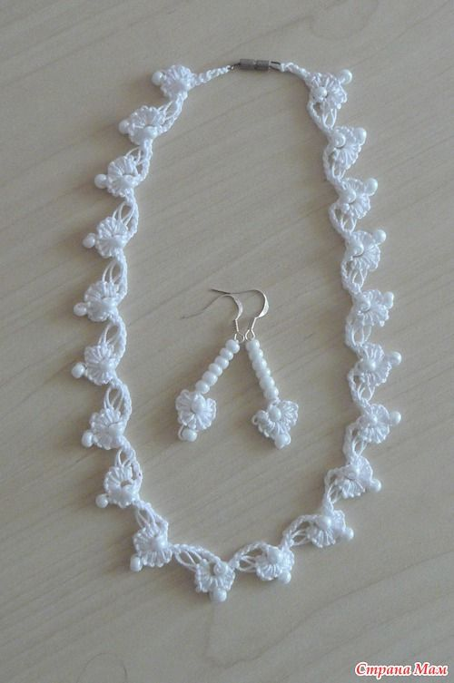 Lovely crochet lace necklace and matching ear-rings.  Tutorial.