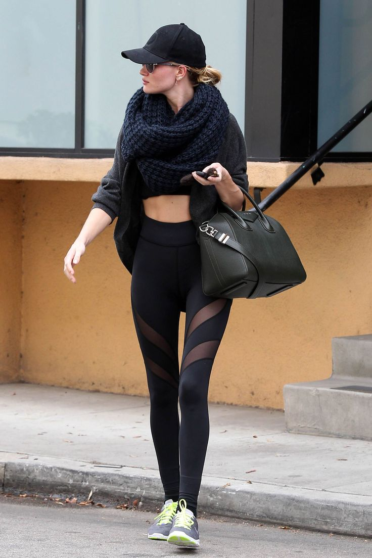Her workout outfit! Wow #RHW Rosie Huntington-Whiteley #rosie #rosiehuntington