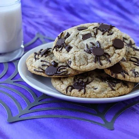 #RECIPE - Creepy Halloween Dessert - Spider Infested Chocolate Chip Cookies
