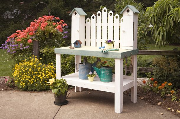 Cute Diy Potting Bench With Decorative Pickets And