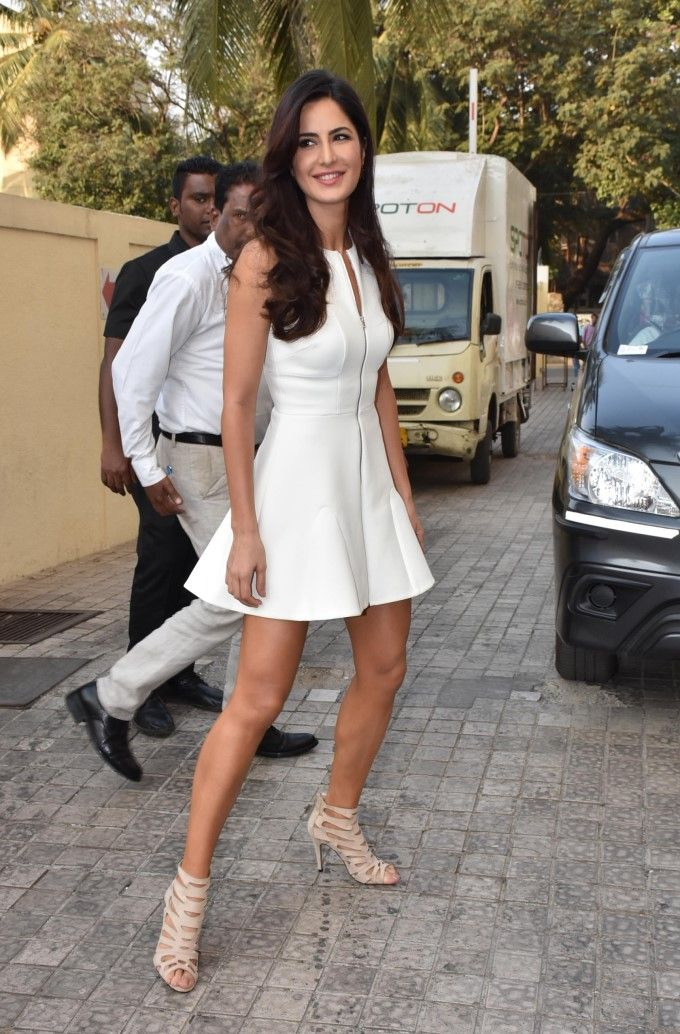 Katrina Kaif strikes a pose for photographers at the #FitoorTrailer launch. #Bollywood #Fashion #Style #Beauty #Hot #Sexy