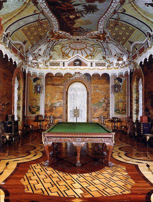 Большой Китайский кабинет Китайского дворца Екатерины II в Ораниенбауме.  Это Большой китайский кабинет, или Китайская галерея, как его называли в XVIII веке. Он принадлежит к главным интерьерам дворца по своему декоративному оформлению и представляет одно из лучших убранств среди европейских дворцов на тему Востока.
