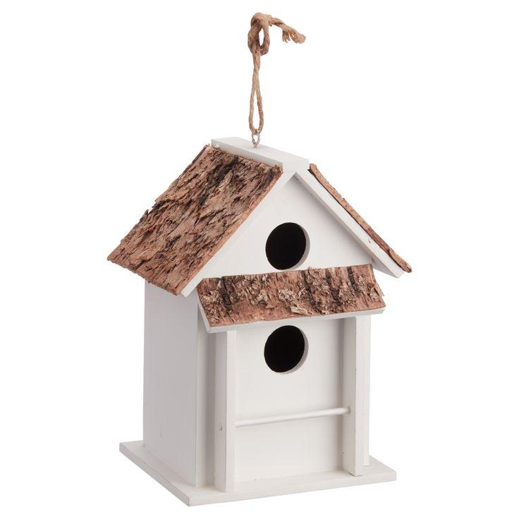 Sfeervol houten vogelhuis met dakje van schors. Kleur: wit. Afmeting: 15x21 cm (bxh). #tuin #vogelhuis #tuindecoratie #KwantumLente