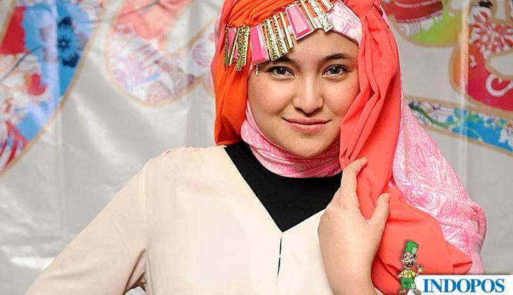 Marshanda Kenakan Hijab Lagi di Peragaan Busana Muslim Zaskia