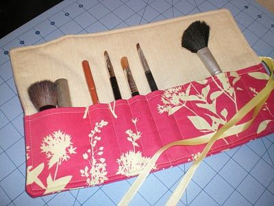 makeup brush roll tutorial: Sewing Projects, Fat Quarters, Fat Quarter Projects, Brushes Holders, Travel Accessories, Makeup Brushes, Brushes Rolls, Make Up Brushes, Owens Olivia