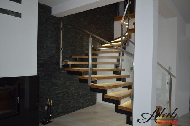 Balustrada szklana/ szkło/ schody/ schody stalowe/ ze stali / konstrukcja schodów