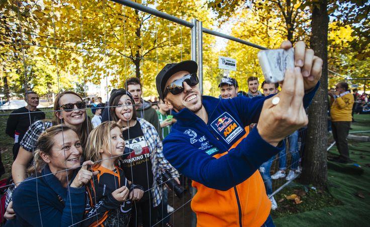Antonio Cairoli con i fan