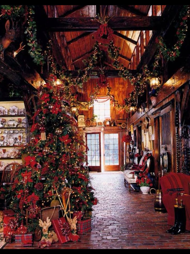 456 best lodge style interiors images on pinterest for Country cabin christmas