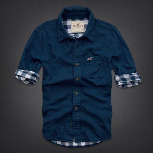Es un la camisa azul.
