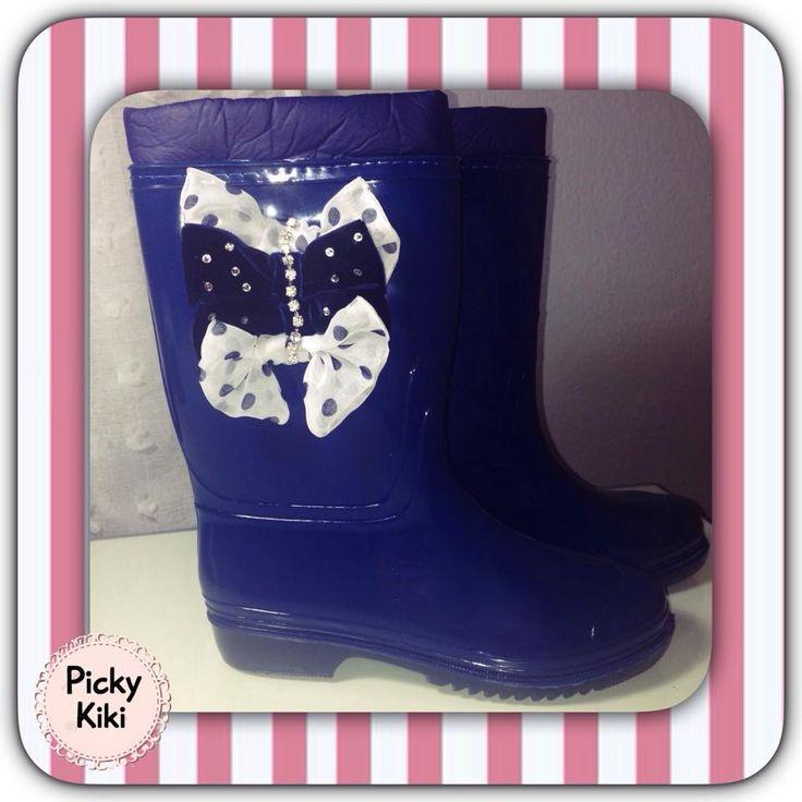 """The Smurfs"" boots  Midi γαλοτσάκια σε μπλε χρώμα με πουά ασπρόμαυρα και μπλε βελούδινα φιογκάκια, στρας αρίστης ποιότητας."