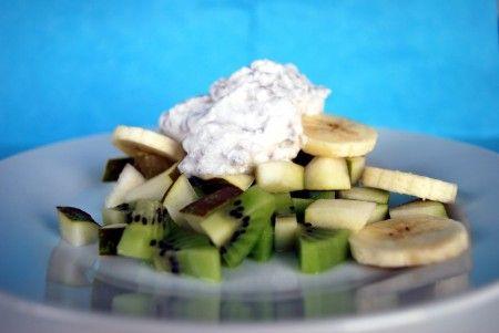 Få en lækker start på dagen med denne kokos/chia grød, med friske frugter eller bær, som vil holde dig mæt i lang tid.  Denne opskrift er #glutenfri, hvedefri, #laktosefri, mælkefri, uden nødder, uden peanuts, uden soja, uden tilsat sukker, uden æg, den er velegnet til vegetar og veganer :)
