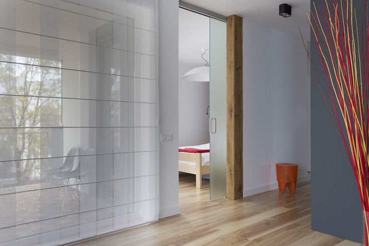 Sypialnia za szklanymi drzwiami #interiors #hall #bedroom #bed #interiordesigner #tryc #wnętrza #projekty #door #drzwi #glass #wood #szklane #drzwi #drewno