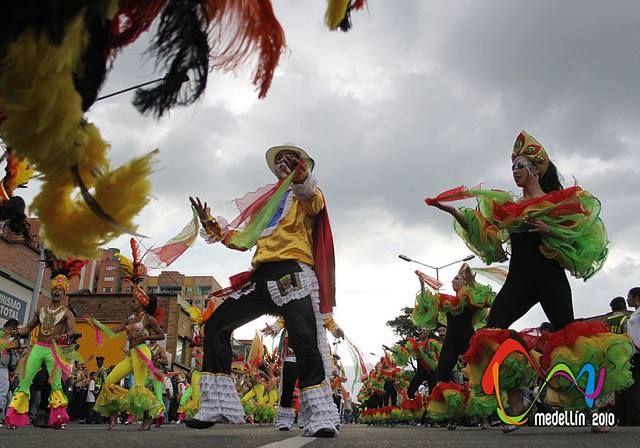 Hoy nuestro #TBT es para recordar que en 2010 el #BFDA fue parte de la clausura de los Juegos Suramericanos, realizados en la ciudad de Medellín. #Danza #Comparsa #Baile #Ciudad