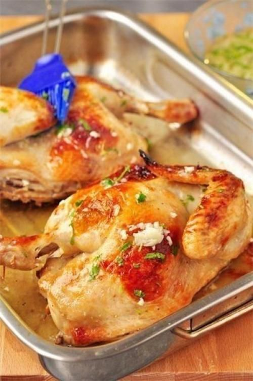 Ингредиенты: - Курица - 1, 8 кг. Маринад: - Вода - 500 мл., - сахар - 1 ст. л., - соль - 3 ст. л., - белый бальзамический винный уксус (в крайнем случае, думаю, можно яблочный 5%) - 50 мл., - лавровый...