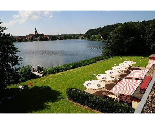 Seehotel Schwanenhof Mölln  Erholung im kuscheligen Zimmer mit Blick auf den See http://www.verwoehnwochenende.de/kurzreise_angebot___13032.html#angebot  #Kurzreise #Seeblick