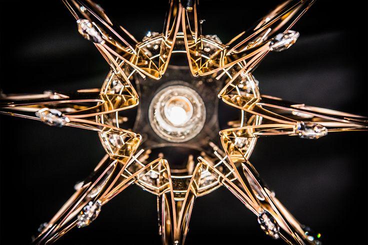 #Lillibet con i suoi 56 #cristalli, uniti all'impiego del Goldflex®, dello Steelflex® e del Copperflex®, è una lampada dal carattere ibrido, sul crinale tra #futuro e #memoria. -------------------------------- #Lillibet with its 56 crystals, combined with the use of Goldflex®, Steelflex® and the Copperflex® is a #lamp with a hybrid #character, on the crest between #future and #heirloom. Design by Nigel Coates More: www.slamp.com