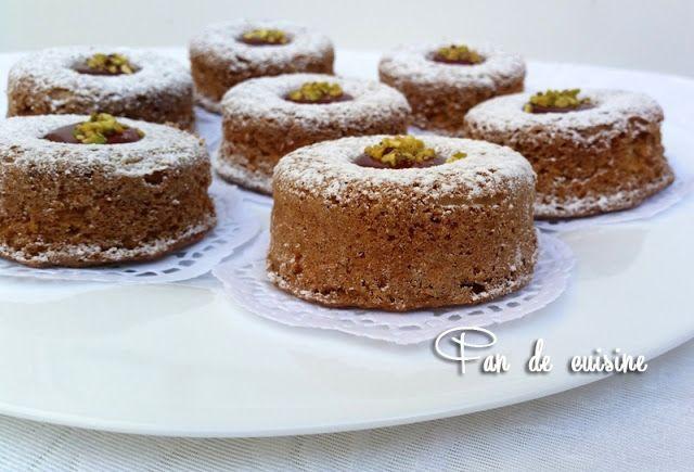 Asalam Alaykom, je partage avec vous cette recette de Mme Benbrim que j'ai vue à la tv. C'est des gâteaux très savoureux parfumé à la cannel...
