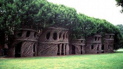 Pohádkové domy z roku 2003 jsou vytvořeny z přírodních materiálů.