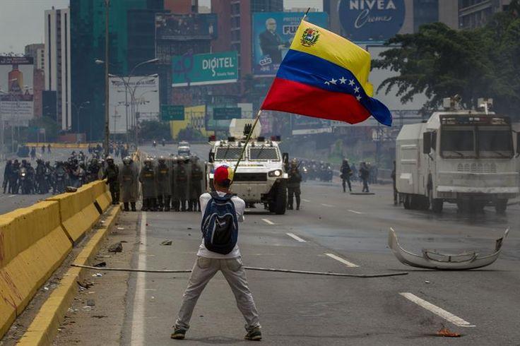 """Vargas Llosa sobre Venezuela: """"El final de Maduro está cerca"""" - Venezuela al dia"""