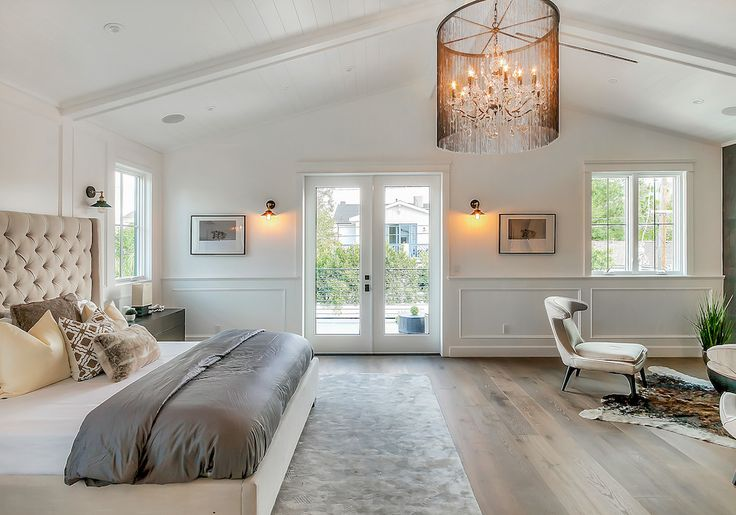 I just staged this home in Taluca Lake. Fun and easy. Photography by Marcelo Lagos www.lightyourproperty.com