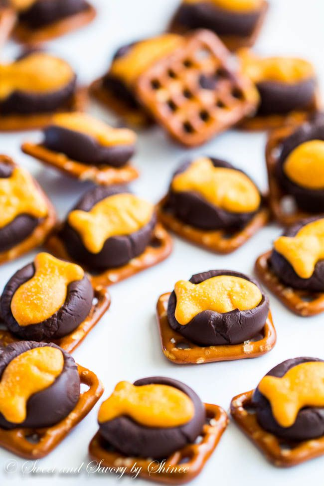 Sweet and salty, these chocolate Goldfish cracker bites are perfect snack to share while watching a game, or a movie. #GoldfishMix #ad