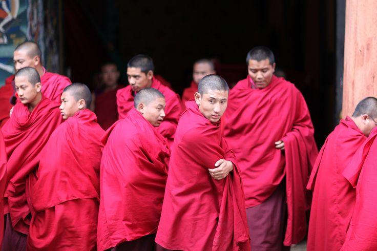 Bhutan monks - http://www.travelmoodz.com/en/destination/bhutan