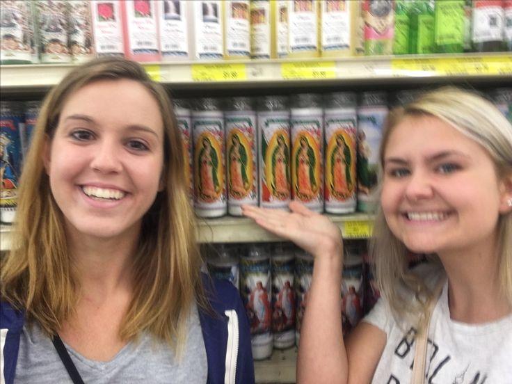 Anna y Rose con las velas la Virgen de Guadalupe. (Lo siento por la foto borrosa!) Le vela de la virgen de Guadalupe es un coso muy popular en la cultura hispana. Puedes comprar las velas en muchas de tiendas. La Virgen de Guadalupe es celebrada en el 12 de diciembre.