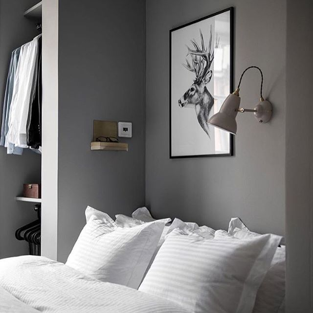 A beautiful grey and white bedroom styled by @designtherapy.se 📷 @elisabethphotography for @innerstadsspecialisten 👌🏻 . #bedroom #bedroomdecor #nordichome #nordicinspiration