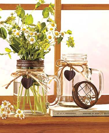 Easily arrange fresh-cut flowers with the grid lids of the handled Set of 2 Jar Mug Vases. The screw top with grids has a rusted finish for a quaint, farmhouse