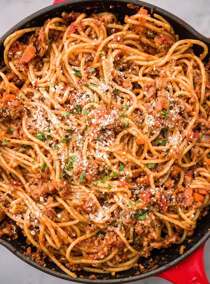 Spaghetti with Turkey Ragu 12 oz. spaghetti 1 large onion, diced 2 cloves garlic, minced 1 large carrot 1 lb. ground turkey kosher salt black pepper 1 c. white wine 1 28-oz can crushed tomatoes 2 tbsp. chopped fresh rosemary Chopped fresh parsley, for garnish Grated Parmesan 1) Cook spaghetti al dente.  2) Medium-high heat cook onion, garlic, and carrot until tender, 5 min. Add turkey cook 6-8 min. Salt/pepper.  Add wine, tomatoes, rosemary, cook 5 min. 3) Toss spaghetti w/sauce.