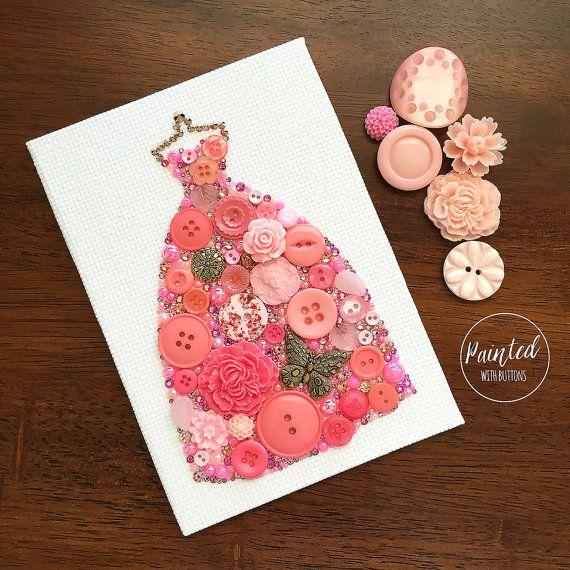 ピンクのガウン ボタン アートピンクのボール ガウン壁掛けファッションドレッシング by PaintedWithButtons