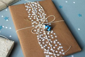 DIY star tape: use a paper punch to make lots of little stars and stick them to wide transparant tape. I love the combination with kraft paper. By giochi di carta.