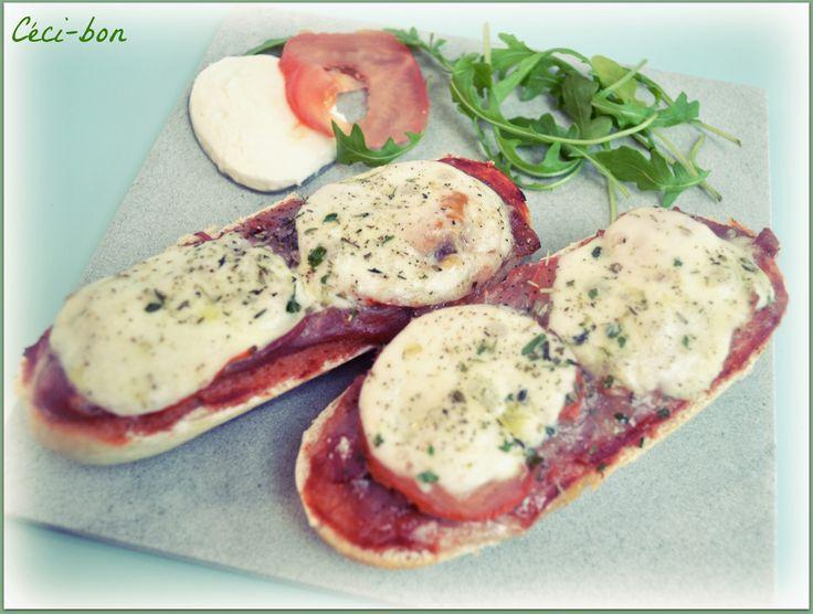 Tartines (demi-baguettes) au jambon de parme, tomate et mozzarella