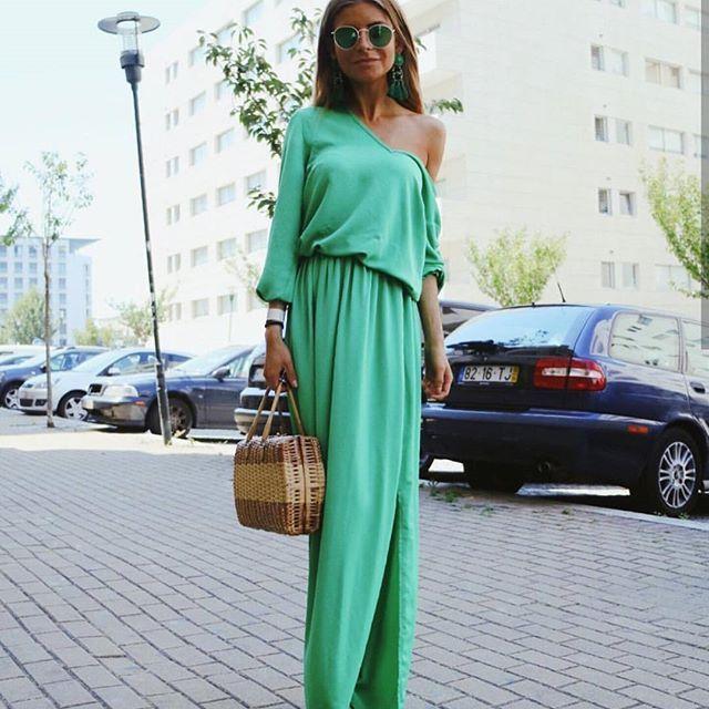 Przepiękna @adrianagolima w naszej maxi sukience  Jak wam się podoba  stylizacja?  Trwa RABAT 10% + DARMOWA DOSATWA na hasło: gdzietolato #dress #girl #mosquitopl #skleponline #maxidress #maxi #sukienka #sukienki #blogger #blog #fashion #style #ootd #sale #rabat #wyprzedaz #goals #cute #beauty #love #loveit