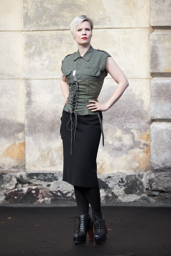 A timeless service shirt with a normal fold-down collar, breast pockets and button closure. Used German Bundeswehr issue. 7.90-8.90 € from Varusteleka   / Customized by Trashionista OutsaPop