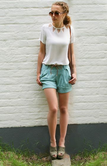 100 look (by Petra Karlsson) http://lookbook.nu/look/3544753-1-lookShorts Outfit, Fashion Clothing, Summer Outfit, Style, Triangles, Petra Karlsson, Colors, T Shirts, Fashion Women
