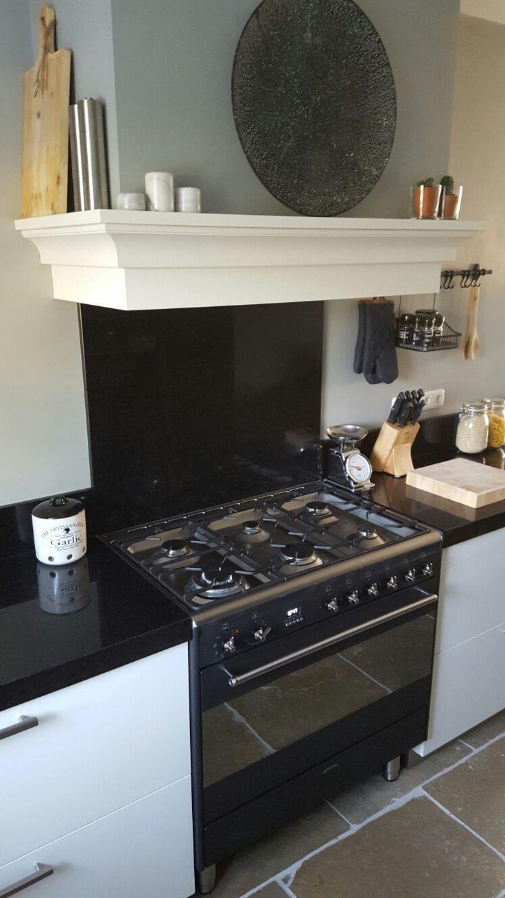 Keuken #kitchen #landelijk #ookeenbeetjemodern  #blackandwhite #landelijke koof #natuursteen #smeg