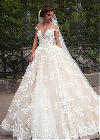 Buy discount Fantastic Tulle Bateau Neckline Ball Gown Wedding Dresses With Lace Appliques at Dressilyme.com