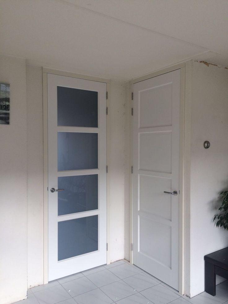 Stompe Moderne Strakke Binnendeuren In Een Houten