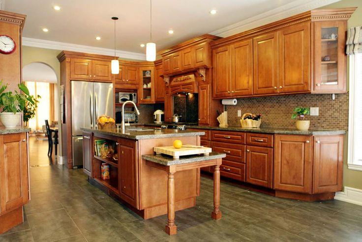 Кухня из массива клена.