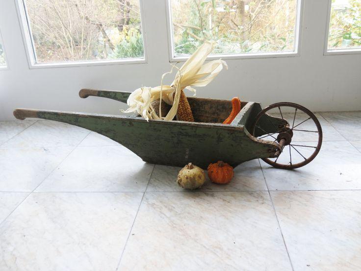 Vintage Schubkarre für Kinder, Kleine Schubkarre aus Holz, Shabby Chic, Karre für Kinder, 30er, 40er von mlovesvintage auf Etsy