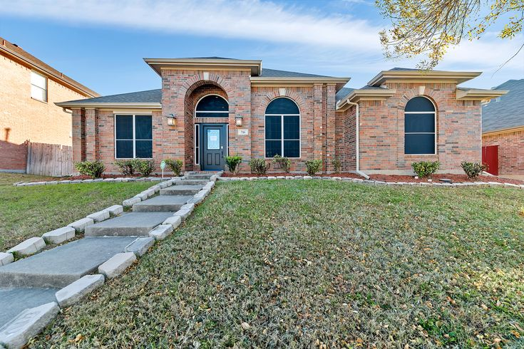 Dallas-Fort Worth, TX: This Desoto home features new carpet throughout! Find a kitchen equipped with a brand new stove and a center island for convenience. Two living areas ensures plenty of flex space. Master suite amenities include a walk-in closet, garden tub and tile-surround shower. Short drive from movie theater, Walmart and I-35E.