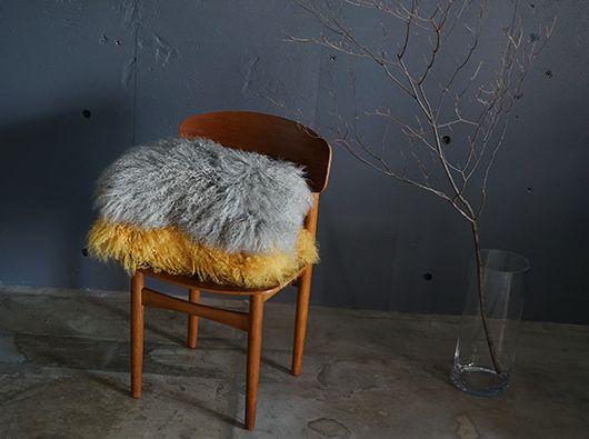 ラムの中でもチベットラムは、クルクルっとした長めのカーリー調の巻き毛が特徴の羊の毛です。