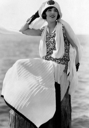 Style icon of the 1920s-Bebe Daniels Wow Amazing statement,high fashion is high fashion whatever the date