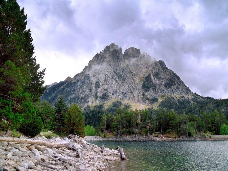 #Aiguestortes #Sort #Turismo #Pirineos