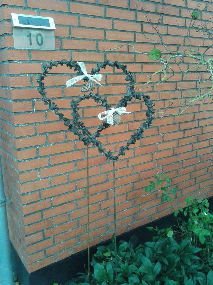 Hjerter i jern pyntet med cykelslange !
