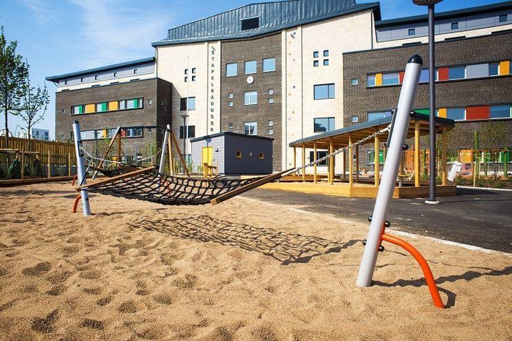 Mała plaża z hamakiem w mieście Malmö.